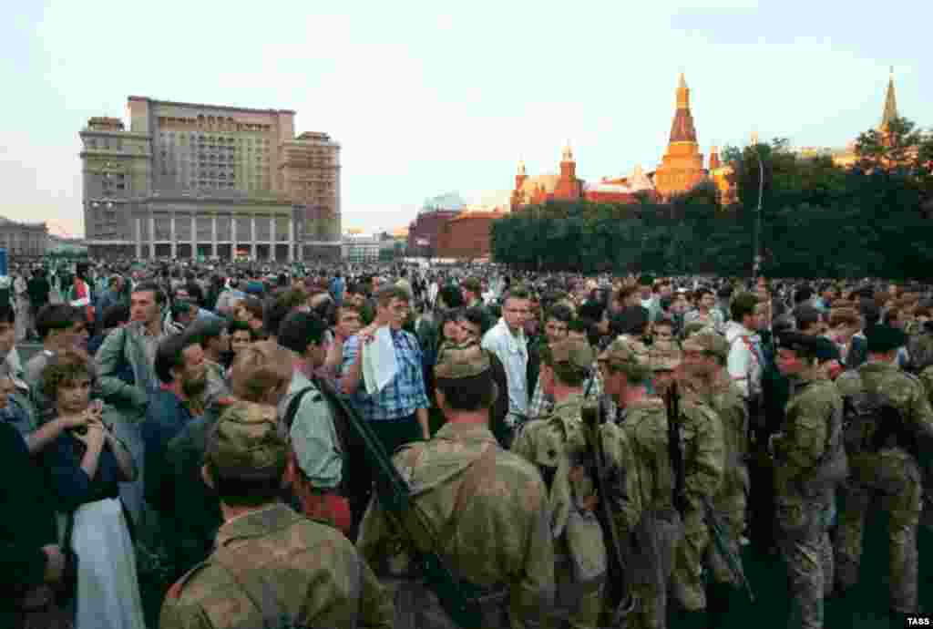 Crowds gather on Moscow's Manezh Square during the attempted putsch on August 20, 1991.