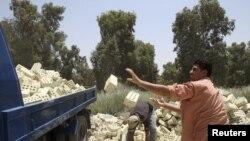 عمال بناء عراقيون