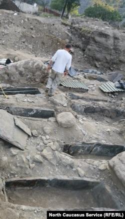 Раскопки вблизи Нузальской часовни