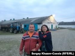 Фермеры Наталья и Николай Поздняковы рядом со своей птицефабрикой. Курганинский район