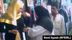 احدى منتسبات بنات العراق تؤدي واجبها