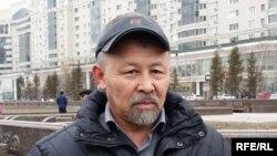 Руководитель общественного объединения «Оставим народу жилье» Есенбек Уктешбаев. Астана, 7 апреля 2015 года.