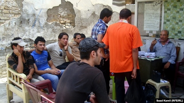 Young unemployed Iraqis gather at a coffee shop in Baghdad. (file photo)