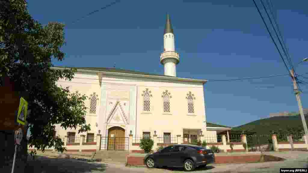 Мечеть Корбек-джами с медресе при ней на Почтовом переулке под №1