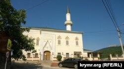 Мечеть Корбек-джамі та медресе в селі Ізобільненське, Крим
