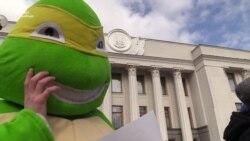 Под Верховной Радой в Киеве требовали прозрачного отбора в аудиторы НАБУ (видео)
