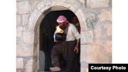 رجل دين ايزيدي في معبد لالش (من الارشيف)