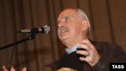Председатель Союза кинематографистов Никита Михалков на трибуне VII съезда