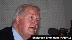 Боб Стюарт, Британия парламентинин өкүлдөр палатасынын мүчөсү, Британиянын мурдагы аскер командачысы жана БУУнун Босниядагы бейпилдик күчтөрүнүн жетекчиси