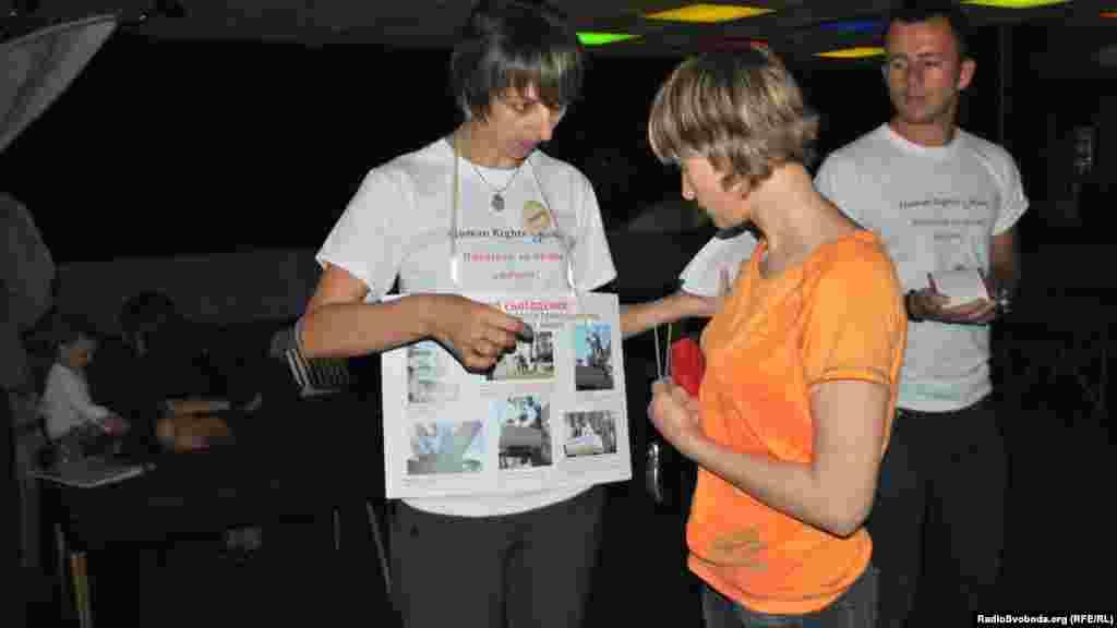 Волонтери виставки