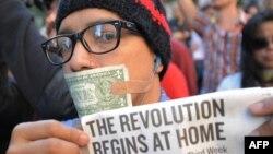 """Участник акции """"Захватим Уолл-Стрит"""" в Нью-Йорке. 5 октября 2011 г"""