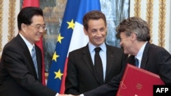 Chinese President Hu Jintao (left) is visiting France for three days