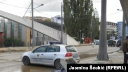 Most u Mitrovici koji deli grad na južni i severni deo