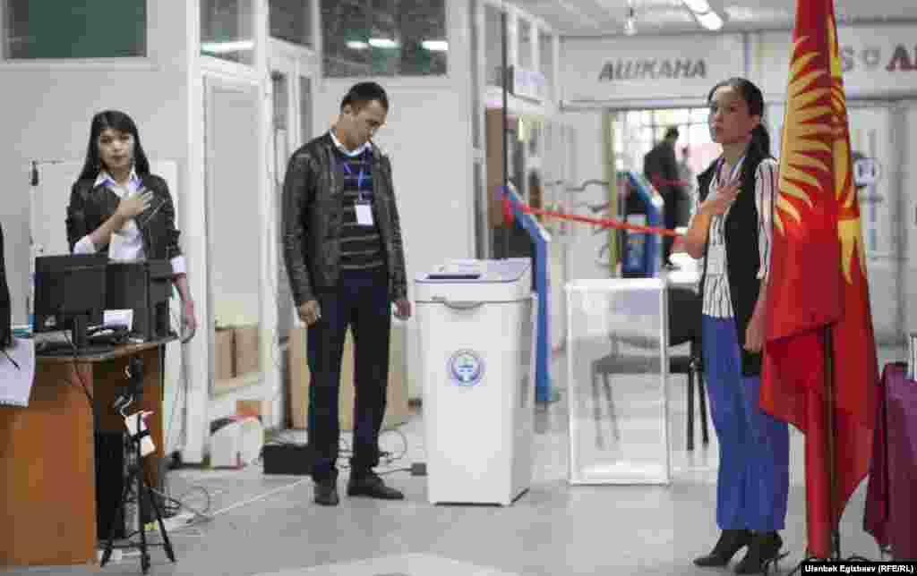 Сотрудники МВД Кыргызстана перешли на усиленный вариант несения службы.