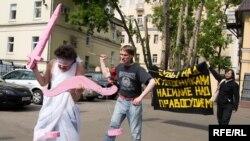 """Акция арт-группы """"Бойня"""" у Таганского суда в Москве, 29 мая 2009 г"""