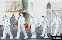Японські лікарі ідуть на Diamond Princess. Йокагама, Японія
