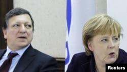 Jose Manuel Barroso și Angela Merkel înaintea summitului UE