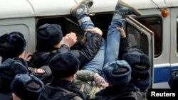 Задержание во время антикоррупционного митинга в Москве 26 марта 2017 года
