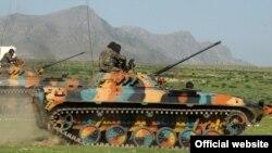 Кыргыз аскерлеринин машыгуусунан. Ош, 4-май, 2011.
