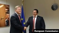 Belgium -- European Commissioner for Enlargement and European Neighbourhood Policy Stefan Fule (L) meets Prosperous Armenia Party leader Gagik Tsarukian in Brussels, 06Dec2012.