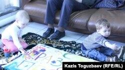 Алматыдағы «Римон» еврейлер қауымдастығы орталығында Пе́сах тақырыбына балалар салған сурет байқауы. 5 сәуір 2015 жыл.