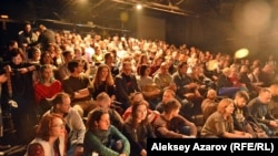 Зрители на спектакле театра «Ильхом» из Узбекистана. Алматы, 11 февраля 2018 года.