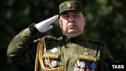Главарь группировки «ЛНР» Игорь Плотницкий на военном параде в Луганске, 9 мая 2016 года