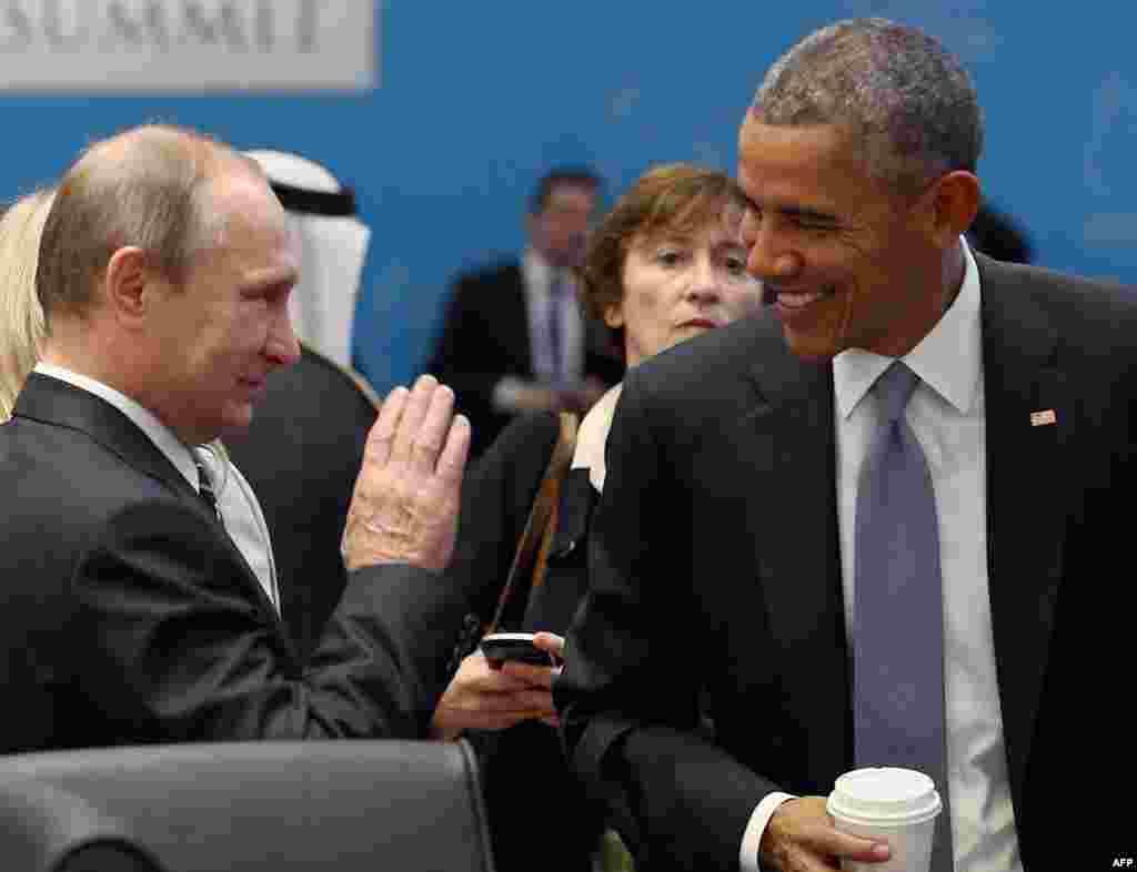 """Этот эпизод снят между заседаниями """"большой двадцатки"""" в Анталье (Турция). Президенты России и США Владимир Путин и Барак Обама"""