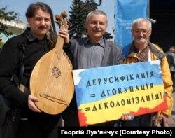 Під час акції біля Верховної Ради України, Київ, 25 квітня 2019 року. На фото зліва направо: Тарас Компаніченко, Олександр Мельник і Тарас Марусик