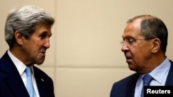 Государственный секретарь США Джон Керри (слева) и министр иностранных дел России Сергей Лавров. Вентьян, 26 июля 2016 года.