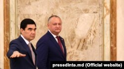 Aşgabat, Gurbanguly Berdimuhamedow moldowan kärdeşi Igor Dodon bilen.