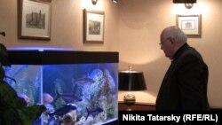 Горбачев в своем офисе, 11 февраля 2011