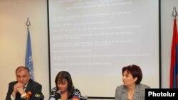Armenia - Consuelo Vidal, head of the UN office in Yerevan, presents the UN Human Development Report, 27Oct, 2009