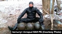Дайвэр Андрэй Ліхачоў каля знойдзеных мартырных бомбаў