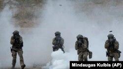 Военнослужащие НАТО на учениях в Литве.