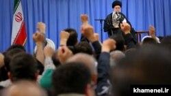 Верховный лидер Ирана Али Хаменеи во время выступления в субботу, 25 июня 2016 года.
