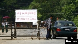 Suu Kyi ev dustaqlığında, 12 noyabr 2010