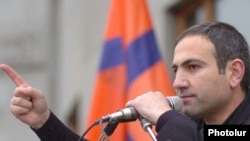 Nikol Pashinian speaks to opposition supporters.
