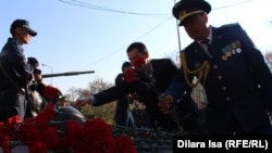 Акция памяти казахстанцев, погибших на таджикско-афганской границе в 1995 году. Шымкент, 7 апреля 2017 года.
