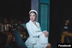 O scenă din spectacol cu Daniela Burlaca, Teatrul Geneza, Chișinău