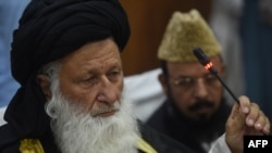 Council of Islamic Ideology (CII) Chairman Maulana Muhammad Khan Sherani addresses a press conference in Islamabad on May 26.