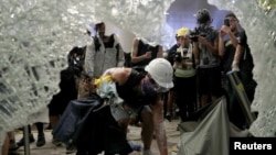 Demonstranti nasilno ušli u zgradu parlamenta