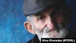 90 yaşlı ağsaqqal Niko Xuçurauli