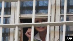 Поранешната украинска премиерка Јулија Тимошенко во затвор во Киев.
