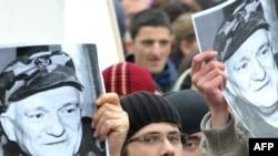 Демонстрация в поддержку Дивьяка перед зданием специального представителя ЕС в Сараево