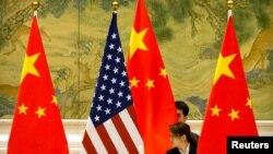 Кытай һәм АКШ байраклары
