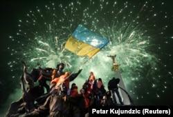 Прихильники кандидата в президенти Віктора Ющенка на Майдані Незалежності, Київ, грудень 2004 року