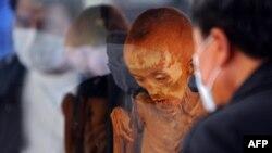 Balzamirano tijelo žrtve AIDS-a izloženo je u budističkom hramu Lopburi na Tajlandu, kao znak upozorenja o opasnosti od širenja ove opake bolesti