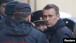 Navalni je priveden u sud u pratnji policije