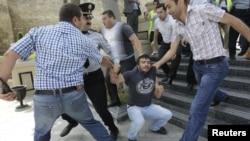 21-nji maýda polisiýa Bakuwyň merkezinde jemlenen we raýatlaryň erkin bileleşmek hukugynyň berjaý edilmegini talap eden protestçileri dargatdy.